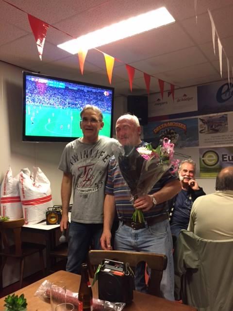 Jan Duinkerke overwinnaar Pau IFC Zeeland met de bloemen